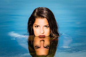 portretfotografie spiegeling water